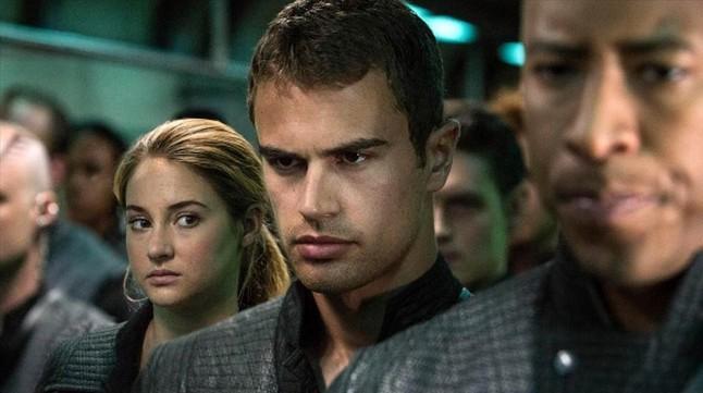 Shailene Woodley y Theo James en una escena de la pelicula Divergente.