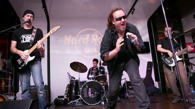 Please, la banda oficial de tributo a U2, actúa hoy en el Hard Rock Cafe