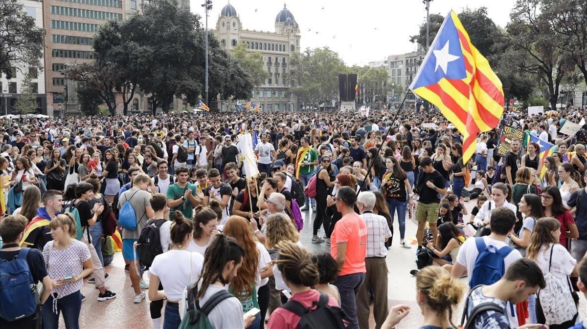Concentración dirigida por el Tsunami Democràtic en plaza Catalunya contra la sentencia del procès.