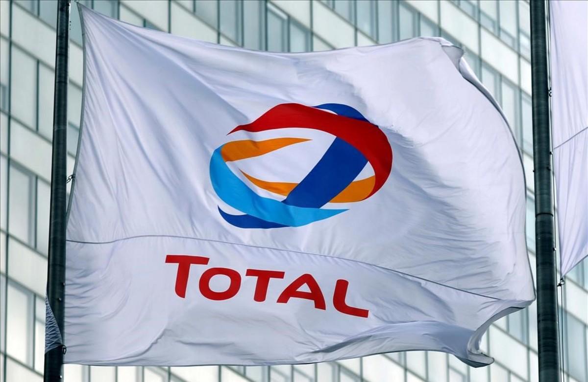 Una bandera del gigante petrolero francés, Total.
