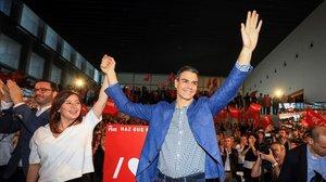Pedro Sánchez, junto a la presidenta de Baleares, Francina Armengol, este miércoles en Palma.