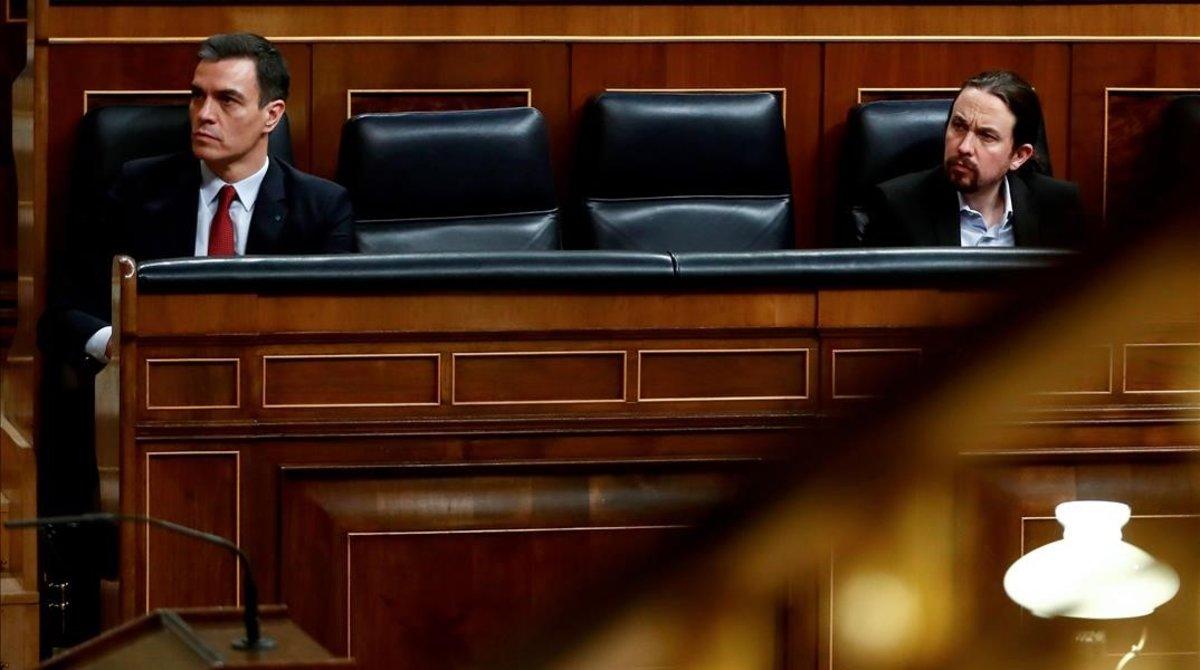 Pedro Sánchez y Pablo Iglesias, durante el debate en el Congreso para aprobar la prórroga del estado de alarma.