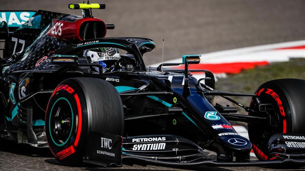 Valtteri Bottas (Mercedes) consigue la pole.