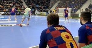 Víctor Tomàs, en el banquillo durante el partido de este miércoles contra el Anaitasuna.