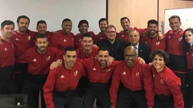 Alumnos del curso de entrenador, con Xavi, Riera, Luis García y Raúl González, entre otros.