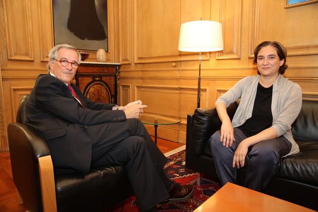 Xavier Trias y Ada Colau, durante la reunión que han mantenido este jueves en el ayuntamiento.