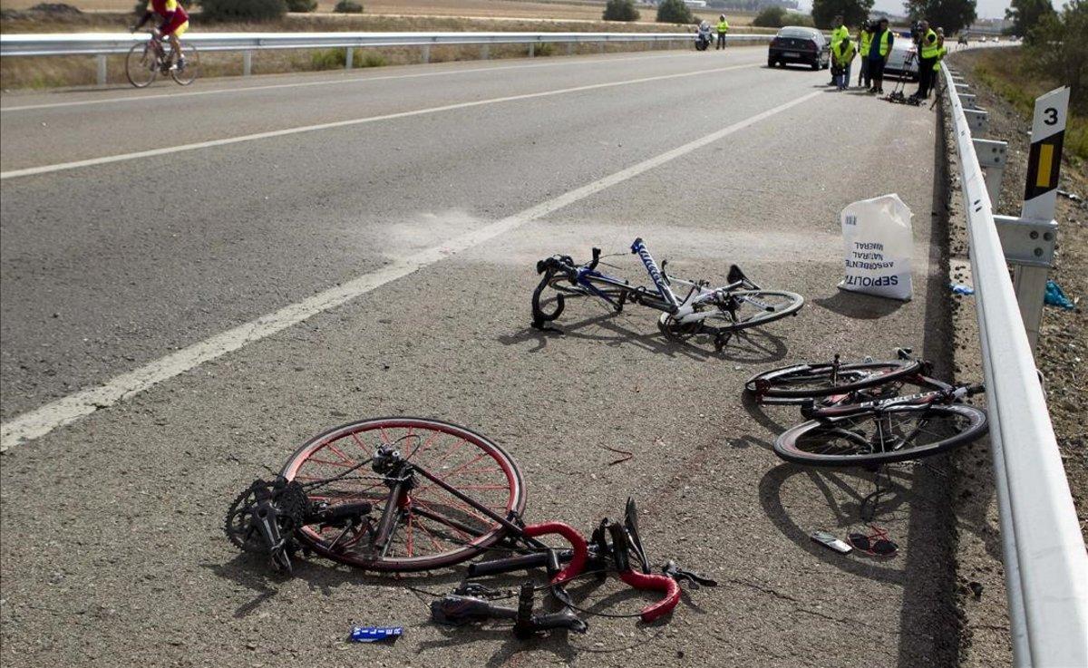 Un accidente en el que se han visto implicados unos ciclistas, en Sevilla.
