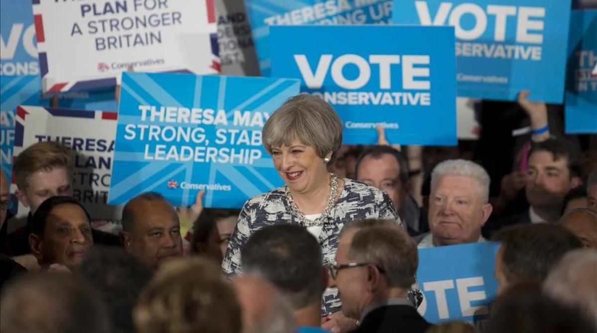 El Regne Unit va a les urnes amb el trauma dels atemptats i el desafiament del 'brexit'