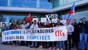 Trabajadores de Servicarne se manifiesta contra las prácticas irregulares de las empresas del sector.