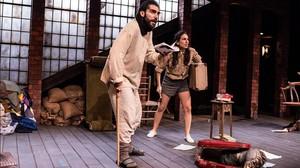 Paula Iwasaki y Guillermo Serrano en El lugar donde rezan las putas o que lo dicho sea, de JoséSanchis Sinisterra.
