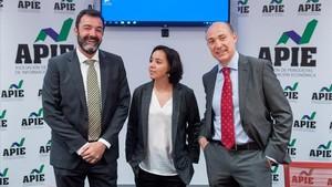 Los expertos Cesar Cantalapiedra,Ana Herrero y Jorge Onrubia en la jornada sobre Financiacion Autonomica organizada por APIE.