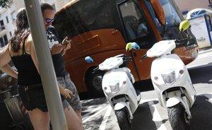 Les empreses de motos i bicicletes compartides demanen més de 6.000 llicències a Colau
