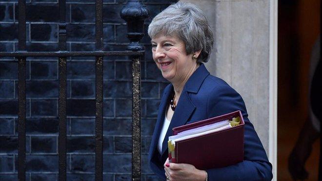Theresa May llega a Downing Street.