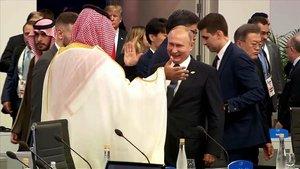 El choque de manos entre Vladimir Putin y Mohammed Bin Salmánen la cumbre G20.