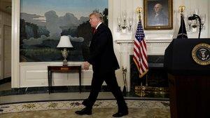 Donald Trump abandona la tribuna, tras pronunciar su mensaje a la nación, el19 de enero del 2019 en la Casa Blanca.