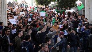 Milers d'estudiants surten al carrer contra el cinquè mandat de Buteflika