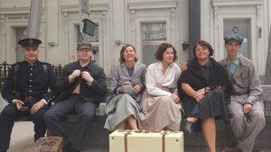 Pilar Terual (tercera por la izquierda), durante el rodaje en la estacióndeFrança de la película 'La sombra de la ley', de Dani de la Torre.