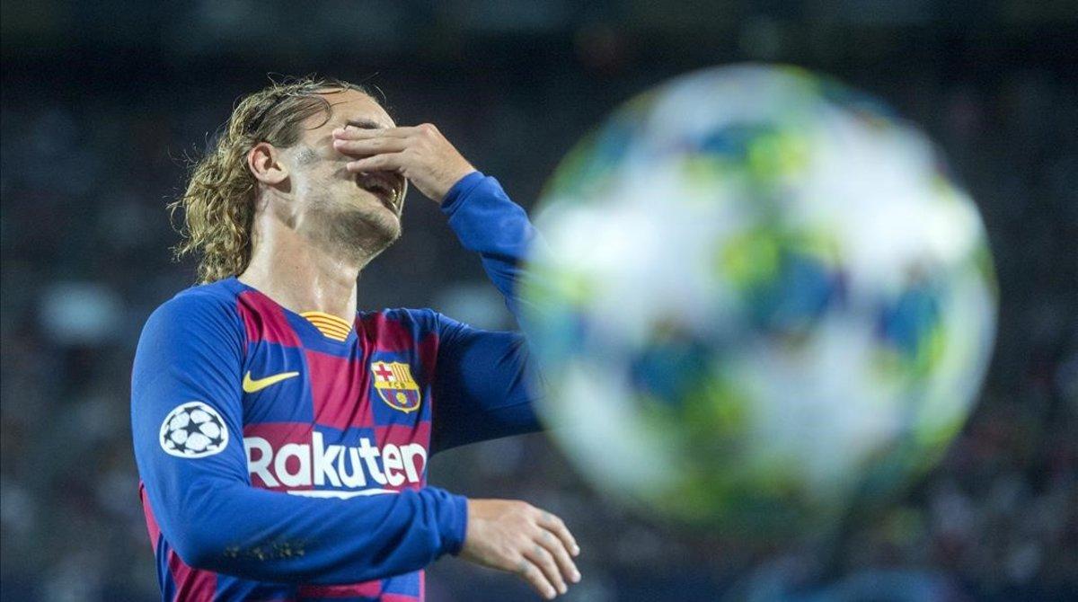 Griezmann se lamenta durante el partido entre el Barça y el Inter.