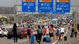 Mor un passatger d'un atac de cor durant el bloqueig de l'aeroport del Prat