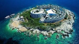 Recreación en una imagen en 3D del hotel de lujo proyectado en el islote de Mamula (Montenegro), difundida el 16 de enero.