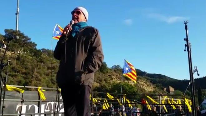 Lluís Llach en la Jonquera durante la protesta de Tsunami.