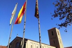 La bandera de España vuelva a ondear en Parets del Vallès después de 40 años.