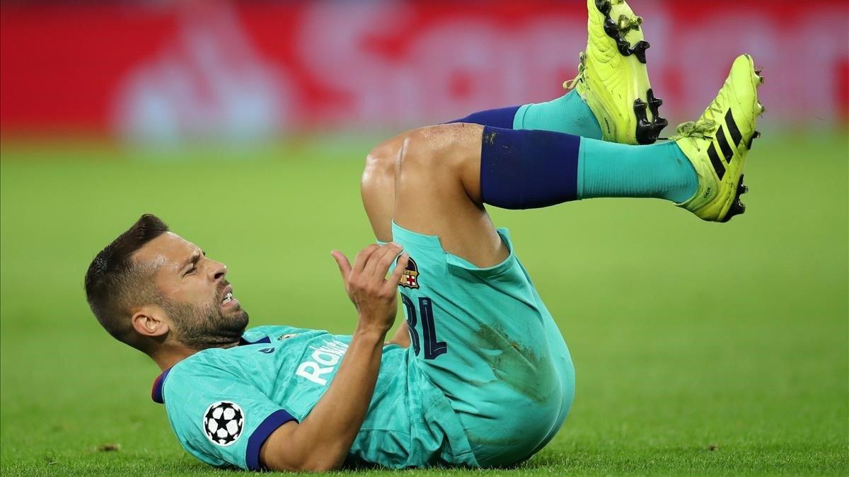 Alba, en el momento de su lesión en Dortmund.