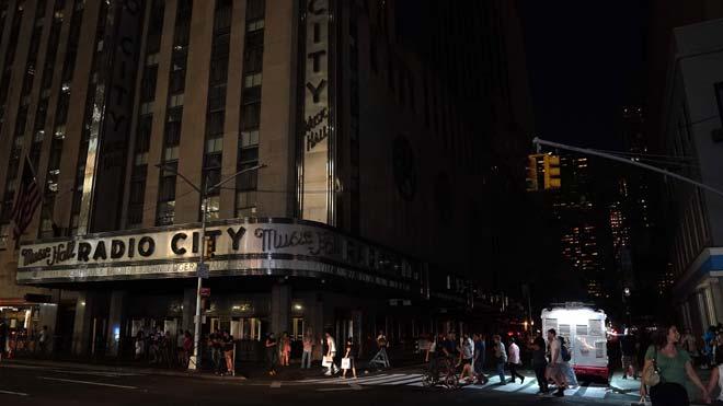 Volvió la luz a Manhattan tras un corte de suministro eléctrico en Nueva York que duró cerca de cuatro horas.