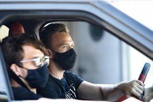 Arhur llega con su coche a la ciudad deportiva de Sant Joan Despí.