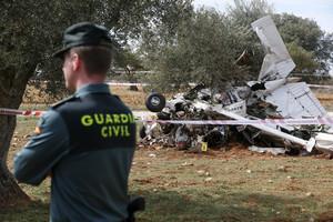 Aspecto en el que ha quedado la avioneta, que había salido de Sabadell, tras estrellarse este miércoles entre las localidades madrileñas de Perales de Tajuña y Valdilecha.