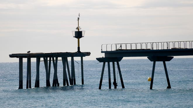 Badalona estudia abrir el Pont del Petroli parcialmente antes del verano.