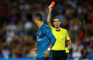 De Burgos Bengoetxea expulsa a Ronaldo durante el partido de ida de la Supercopa.