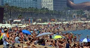 Aspecto de las playas de Barcelona durante un fin de semana veraniego.