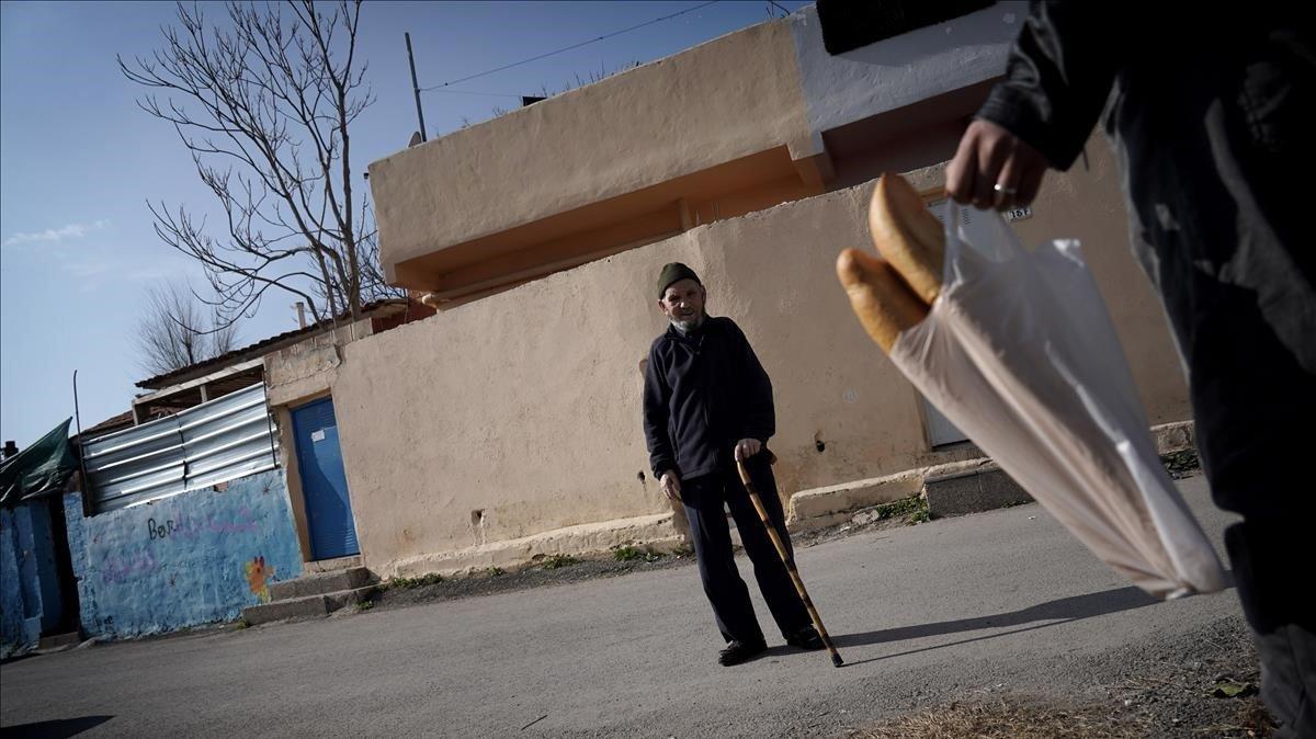 Mohamed, marroquí de Alhucemas, lleva viviendo 30 años en el barrio.