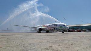 Cañón de agua para celebrar el estreno de la ruta Barcelona-México por Aeroméxico en el aeropuerto de El Prat.