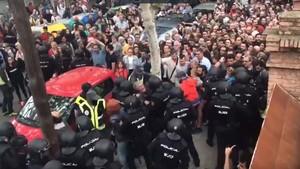 Cargas policiales en la escuela FEDAC Horta el 1 de octubre.