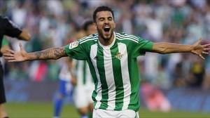 Ceballos celebra un gol con el Betis la pasada temporada.