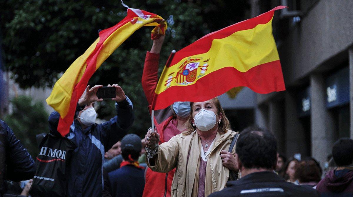 Concentración de protesta contra el Gobierno y el estado de alarma, en el barrio de Salamanca deMadrid, el 14 de mayo.