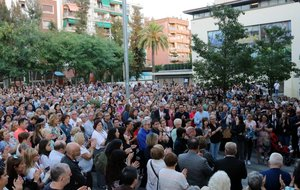Concentración de rechazo por el presunto asesinato machista de una vecina de Cornellà de Llobregat.