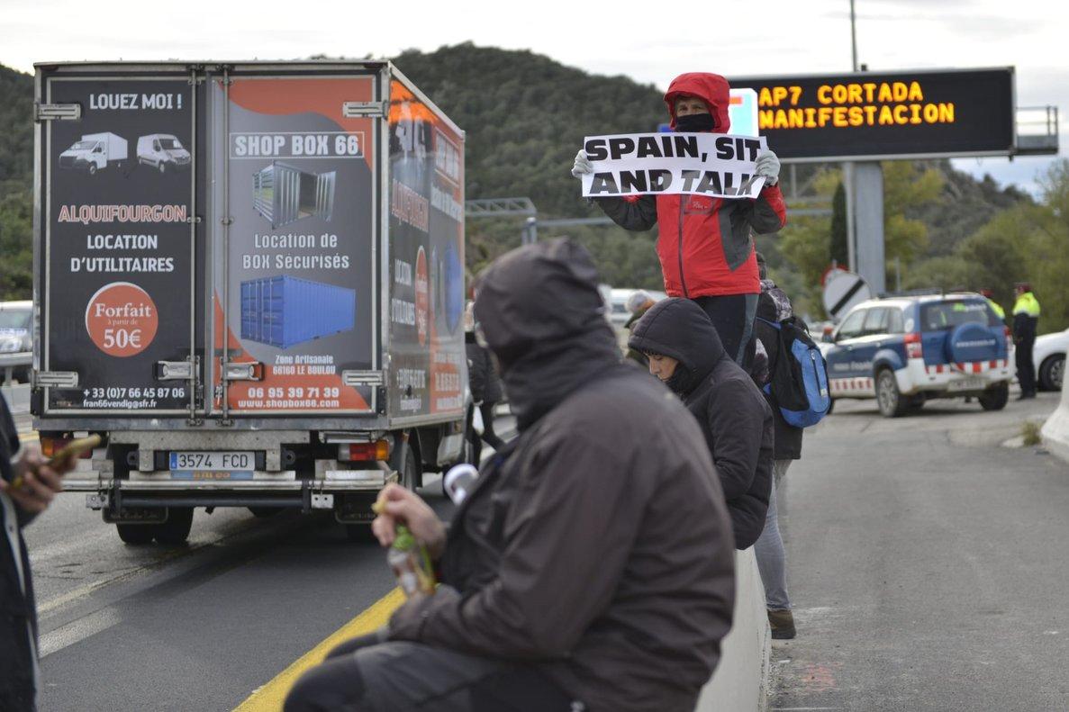 Corte de la AP-7 en La Jonquera, por la convocatoria de Tsunami Democràtic.