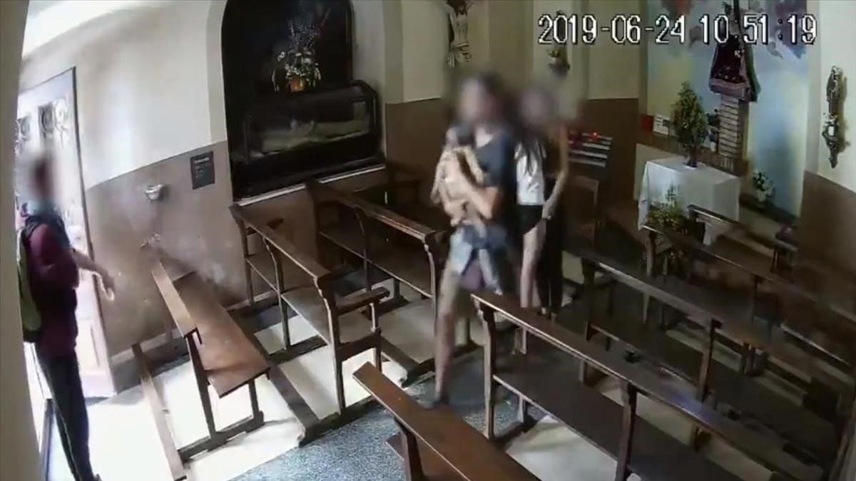 Cuatro jóvenes roban un Cristo de madera en la capilla de la Pietat de Berga.