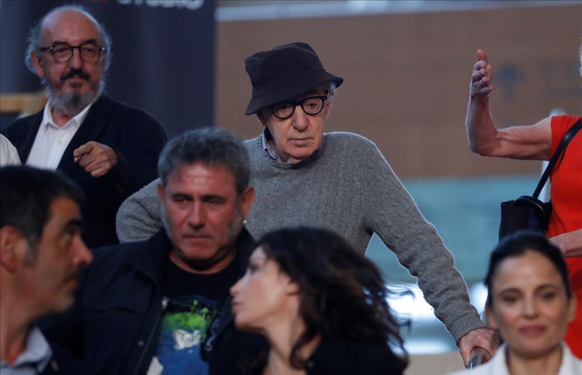 El director neoyorquinoWoody Allen inicia el rodaje de su última película en San Sebastiánjunto con el productorJaume Roures y los actores Elena Anaya, Wally Shawn,Gina Gershony Sergi López.