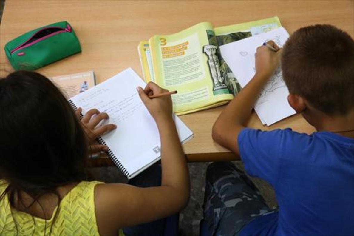 Las familias de la escuela pública reactivan la huelga de deberes ante la Semana Santa