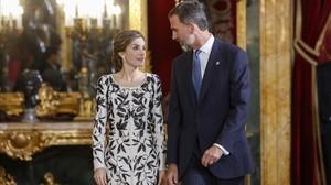 Felipe Varela acusado de plagiar el vestido de Letizia del 12 de octubre.