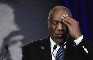 La Fiscalía acusa a Bill Cosby por agredir sexualmente a una mujer