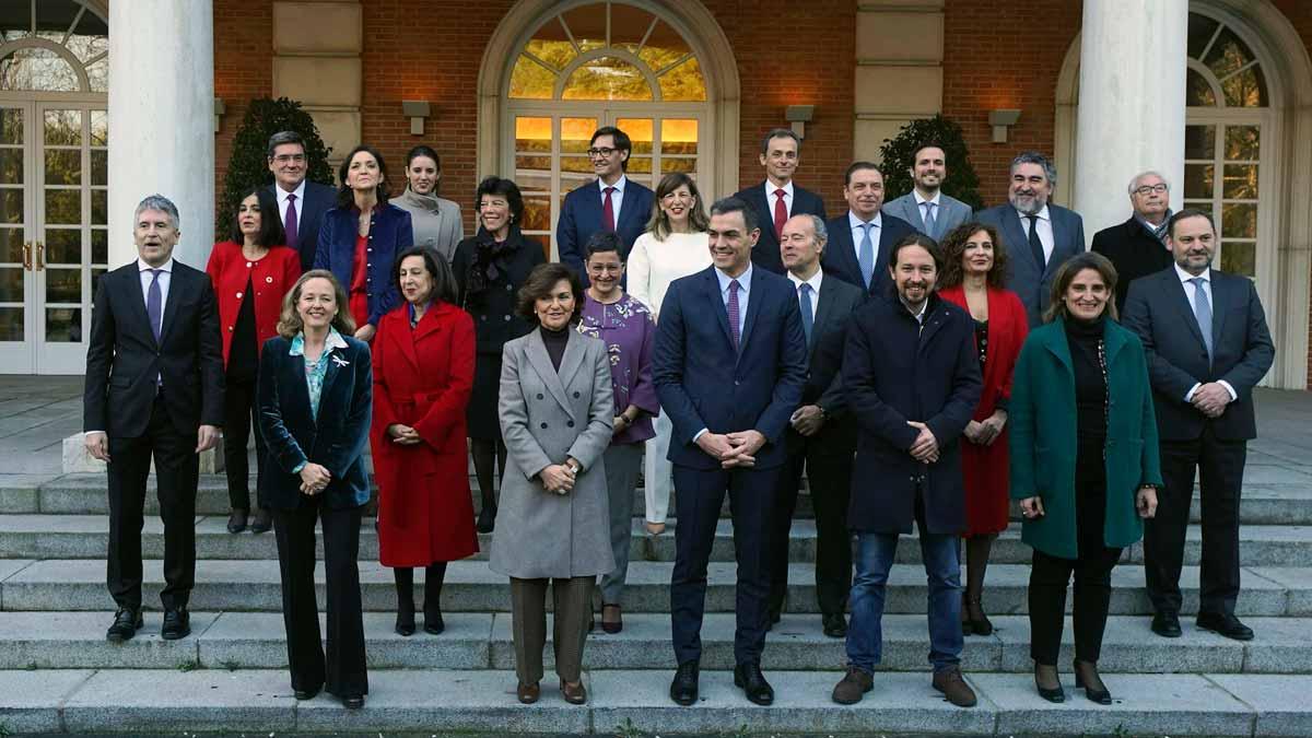 Foto de familia del Gobierno de Pedro Sánchez antes del primer Consejo de Ministros de la legislatura.