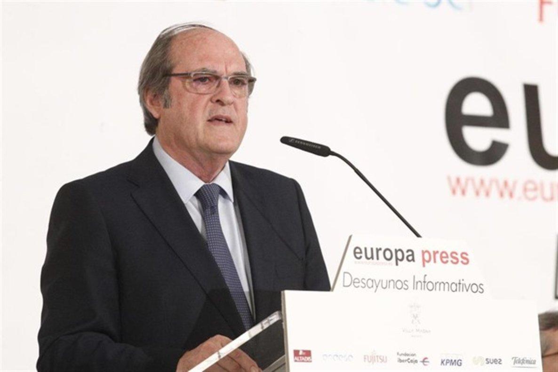 El candidato del PSOE a la presidencia de la Comunidad de Madrid, Ángel Gabilondo, en un desayuno informativo.