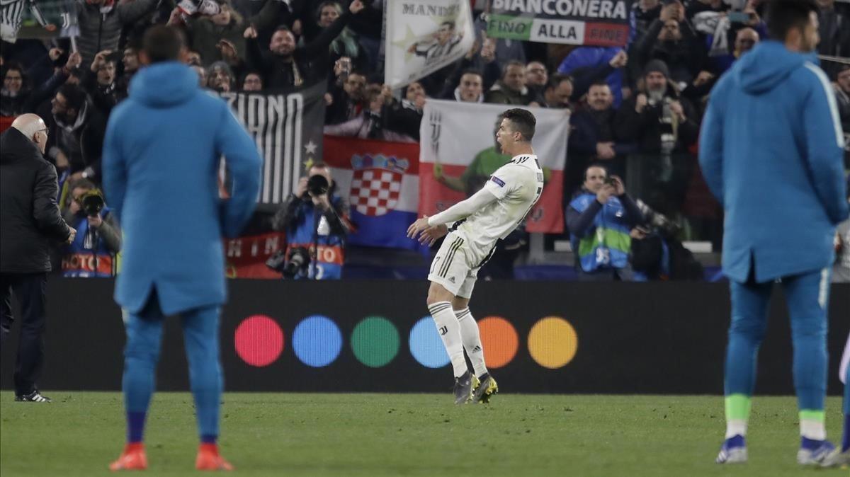 El gesto de Cristiano Ronaldo tras acabar el partido en el que eliminó al Atlético con tres goles.