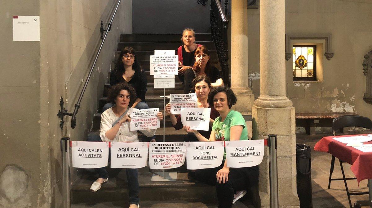 Un grupo de bibliotecarias en huelga, la semana pasada.