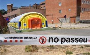 El hospital de campaña junto al Hospital Arnau de Vilanova, en Lleida, sin actividad, tras el anuncio del nuevo confinamiento de El Segrià.
